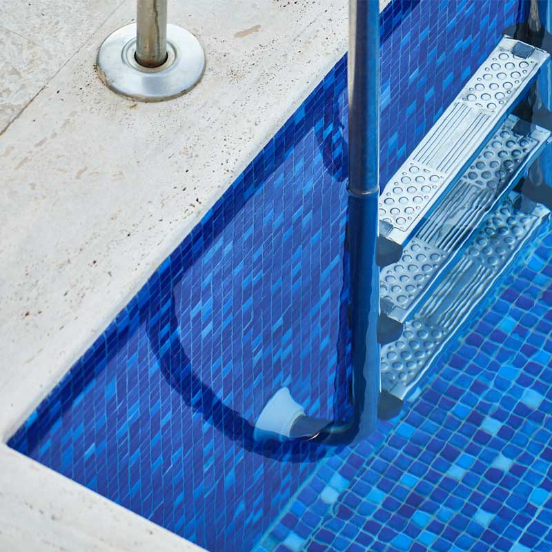 compra escaleras de piscina en Ourense